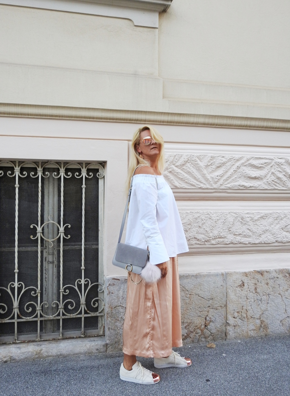 Culotte-Off-Shoulder-Blouse-Adidas-Metaltoe-Chloe-Bag-Dior-Sunglasses-Metallic-carrieslifestyle-Tamara-Prutsch