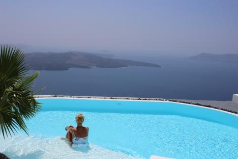 Santorini-Oia-Greece-Travel-Europe-Tamara-Prutsch-carrieslifestyle