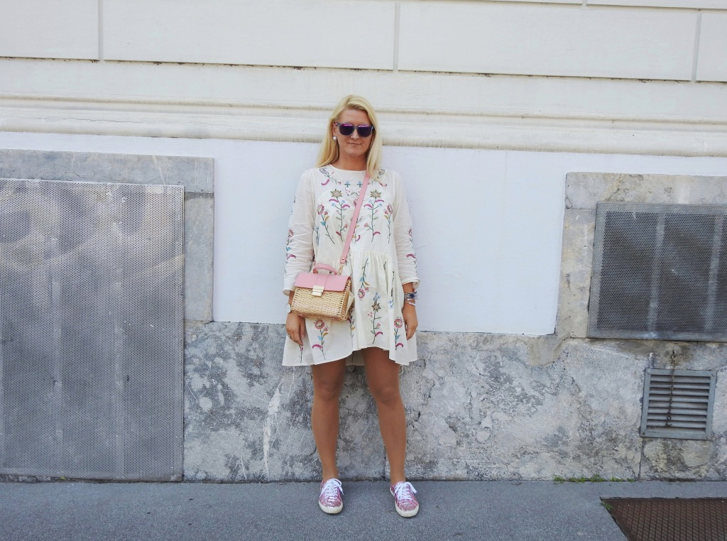 Embroidered-White-Floral-Print-Dress-Superga-Glitter-Sneakers-carrieslifestyle-Tamara-Prutsch