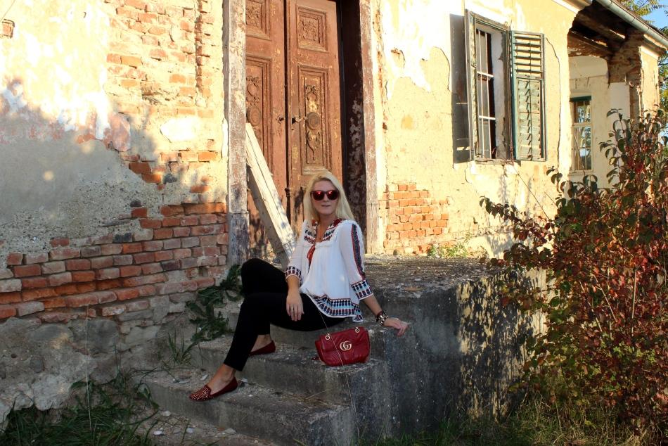 Zara-H&M-Shops-Gucci-Bag-Studs-Embroidered-Blouse-black-Pants-carrieslifestyle-Tamara-Prutsch