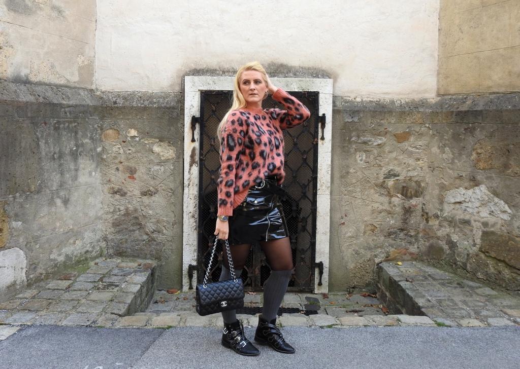 Esprit-Onlineshop-Mohair-Sweater-Mini-Skirt-Patent-Leather-Chanel-Bag-Jessica-Buurman-Boots-Studs-Rolex-Watch-carrieslifstyle-Tamara-Prutsch