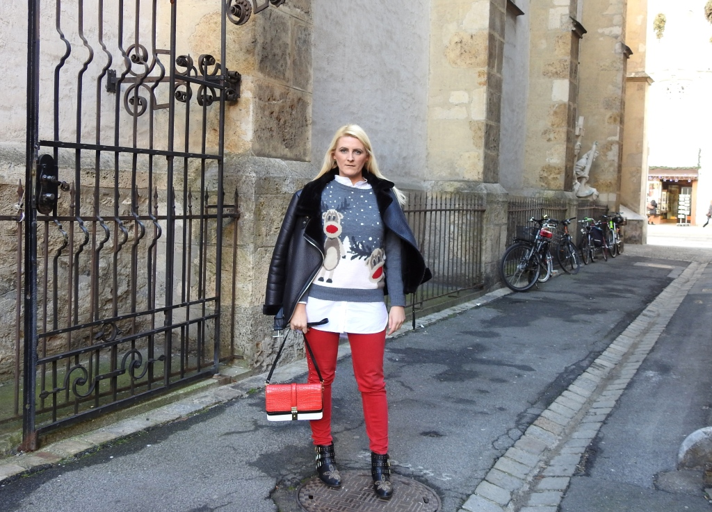 Christmas-Sweater-Red-Pants-Studs-Boots-Chloe-Zara-carrieslifestyle-Tamara-Prutsch