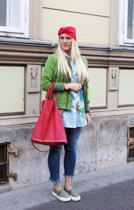 Boots-Sneakers-sportlich-Bomberjacke-Style-carrieslifestyle-Tamara-Prutsch