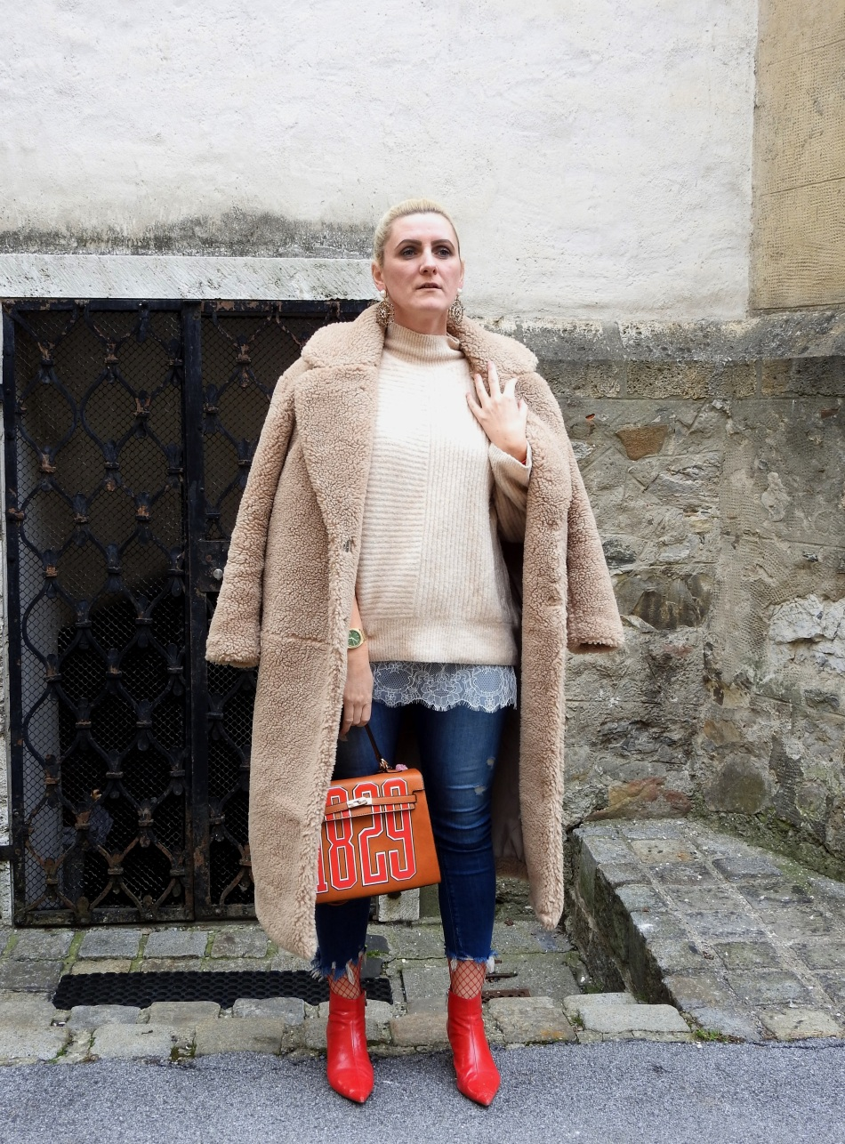 Teddycoat-H&M-Red-Boots-Fishnet-Stockings-Denim-Romwe-Bag-Beige-carrieslifestyle-Tamara-Prutsch