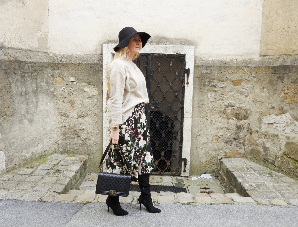 Floralprint-Blumenprint-Wickelrock-Skirt-Overknees-Boots-Chanel-Bag-carrieslifestyle-Tamara-Prutsch