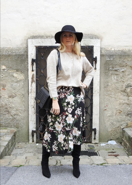Floralprint-Blumenprint-Wickelrock-Skirt-Overknees-Boots-Chanel-Bag-carrieslifestyle-Tamara-Prutsch-Beige-Sweater