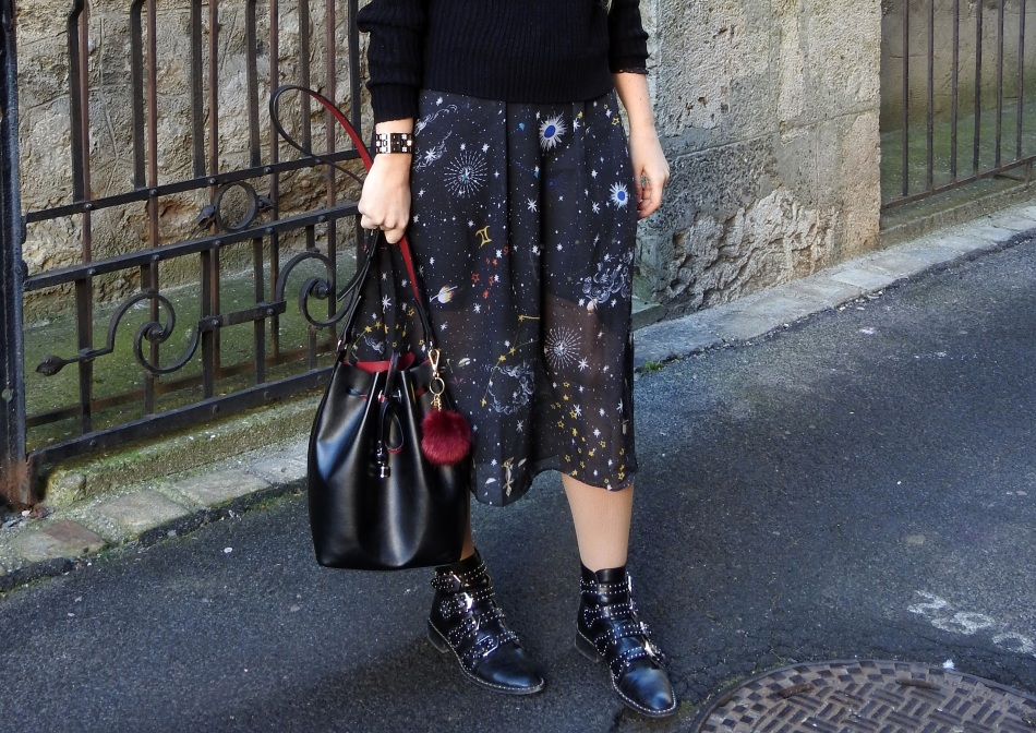 Studded-Givenchy-Boots-Jessica-Buurman-Black-Sweater-Galaxy-Print-Mesh-Dress-carrieslifestyle-Tamara-Prutsch